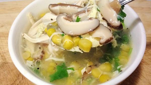 Cách nấu súp gà rau củ cho ngày se lạnh