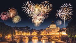 Những màn pháo hoa rực rỡ tại địa điểm đón năm mới của nước Ý.