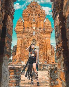 Mỗi ngọn tháp đều được xây dựng rất kì công và trang trí bằng phù điêu tinh xảo.