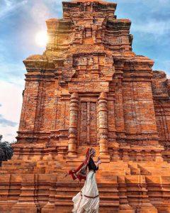 Tháp Chàm Poshanu nằm trong quần thể du lịch Lầu Ông Hoàng nổi tiếng.