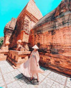 Đến đây, bạn sẽ được chiêm ngưỡng kiến trúc đền tháp đồ sộ và tinh xảo của văn hoá Chăm Pa.