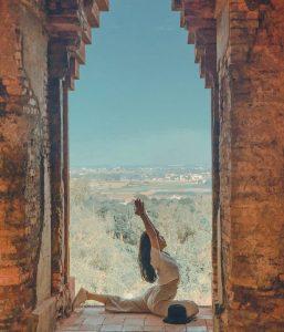 Vẻ đẹp của tháp Bánh Ít khiến nơi đây trở thành điểm check in yêu thích của giới trẻ.