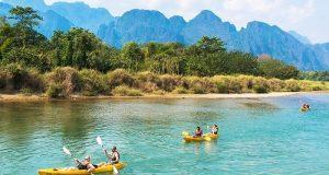 Chèo thuyền Kayak dọc sông Nam Song.