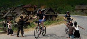 Đạp xe khám phá Vang Vieng.