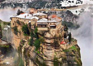 Làm cách nào để lên thăm tu viện Meteora ở Hy Lạp được nhỉ?