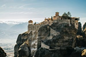 Bên cạnh Santorini, Meteora là địa điểm du lịch hấp dẫn nhất Hy Lạp.